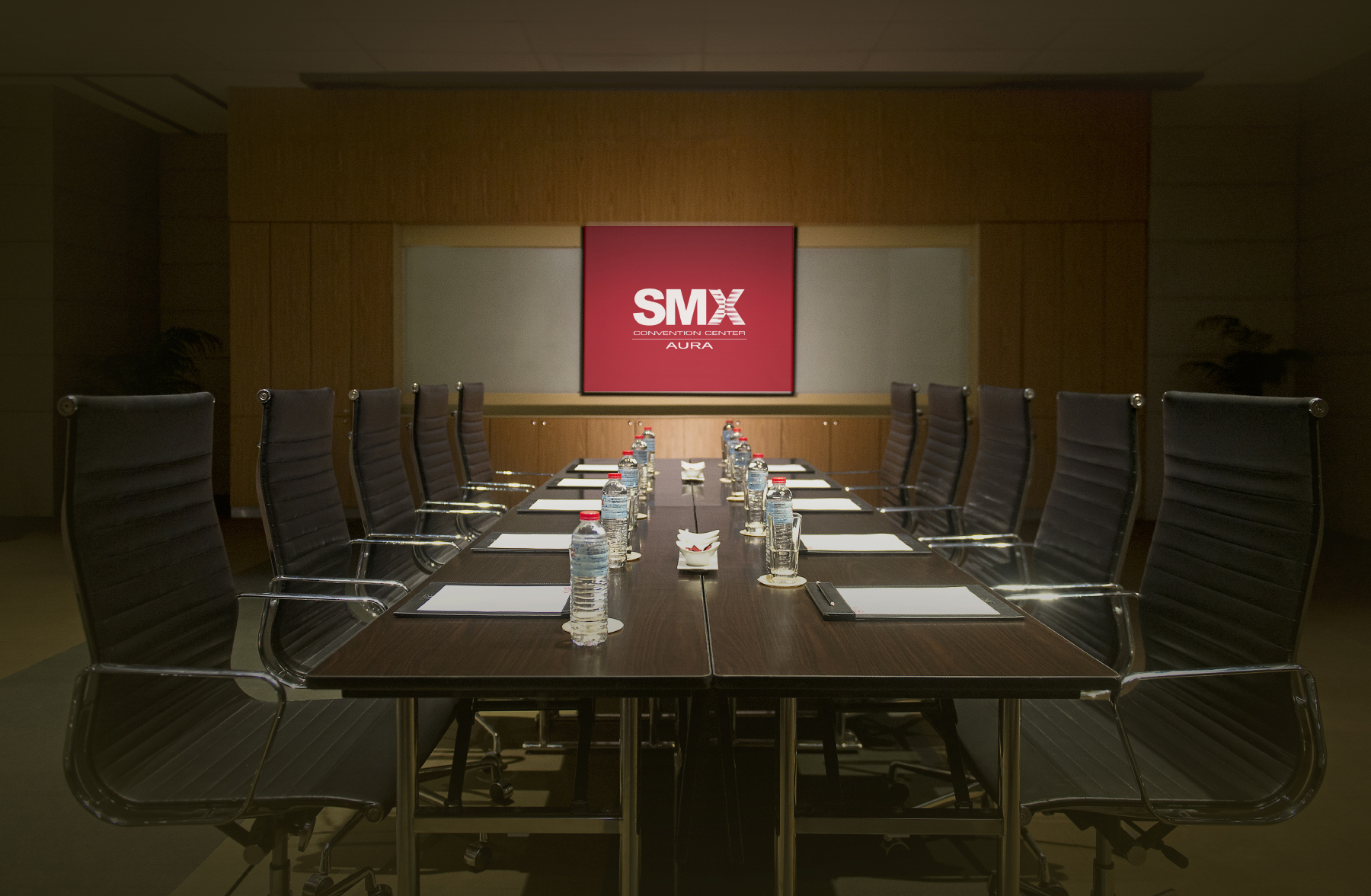 ideal for all types of event smx aura offers 3 function rooms and 8 meeting rooms totaling 3137 square meters of leasable space that can accommodate
